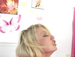 Wanton blond Vanessa Cage's cave want for penis